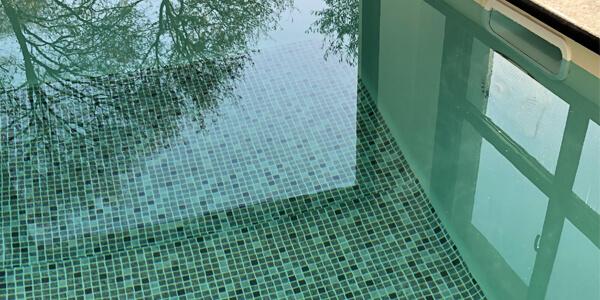 Nage contre courant piscine